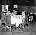 De kinderen van gouverneur Struycken aan het diner, Bestanddeelnr 252-2835.jpg