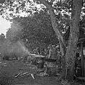 De koks aan het koken in het militaire kamp, Bestanddeelnr 255-8249.jpg