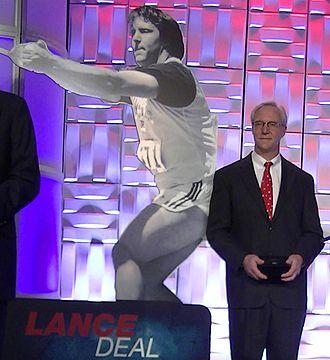 Lance Deal - Image: Dealstatue