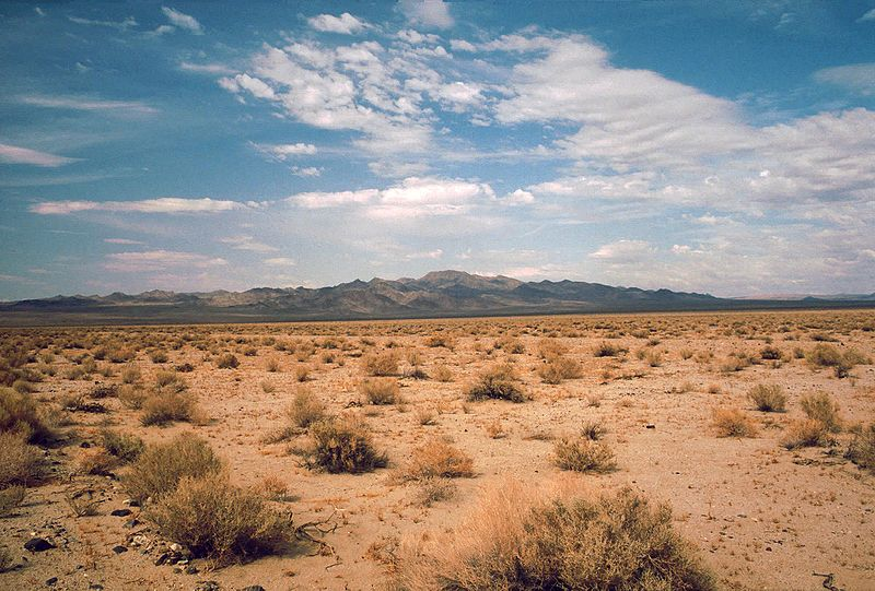 Archivo:Death Valley,19820816,Desert,incoming near Shoshones.jpg