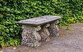 Decoratief bankje stenen. Locatie Hortus Haren.jpg