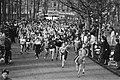 Deelnemers aan de hardloopwedstrijd in actie, Bestanddeelnr 932-4667.jpg