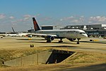 Delta N667DN Boeing 757-200 (43987208785).jpg