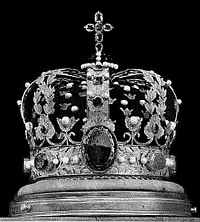 crown of the King of Norway; made in Stockholm in 1818 by Olof Wihlborg; consists of a ring carrying 8 gold hoops, with a blue enamel globe and an amethyst cross on top; adorned with amethysts, chrysoprases, a topaz, an alexandrite, and a tourmaline