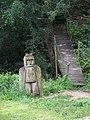 Divoká Šárka, socha a lávka u Čertova mlýna.jpg