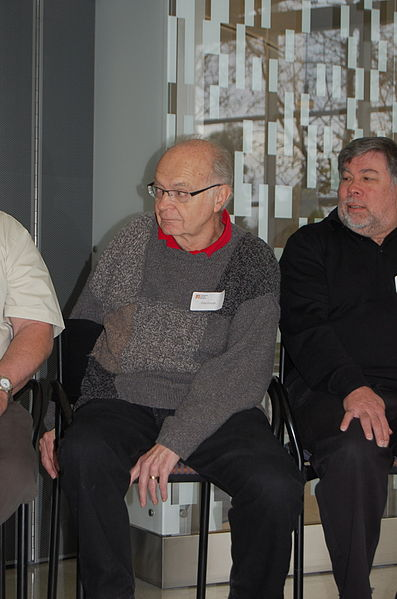 File:Donald Knuth, Steve Wozniak, CHM 2011 (2).jpg