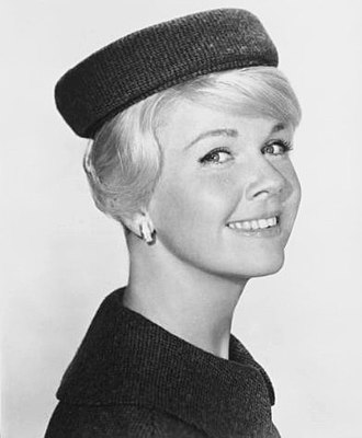 Pillbox hat - Image: Doris Day midnightlace