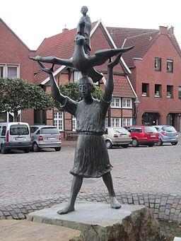 Sculpture showing Walbraht, grandson of the Saxon duke Widukind, and St. Alexander in Drensteinfurt