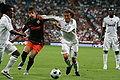 Drenthe y Heinze luchando por el balón.jpg