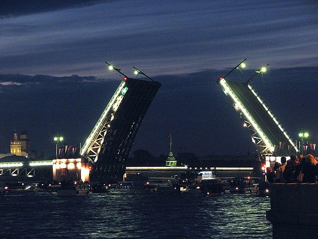 Китайский Новый год: Дворцовый мост вПетербурге подсветят красным