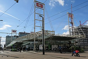 East Croydon station - East Croydon station and Tramlink stop