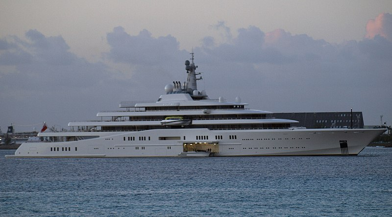 File:Eclipse yacht landing boat.jpg