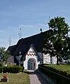 Edsbro kyrka och stiglucka.jpg