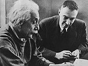 Einstein et Robert Oppenheimer.