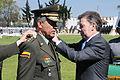 El presidente Juan Manuel Santos, impondrá la cuarta estrella al Director General de la Policía Nacional (8251679907).jpg