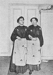 Emmeline_and_Christabel_Pankhurst_in_prison.jpg