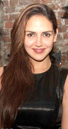 Esha Deol at the launch of Brickhouse Cafe & Bar at Lokhandwala Complex.jpg
