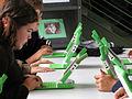 Estudiantes de Secundaria con sus computadoras.jpg