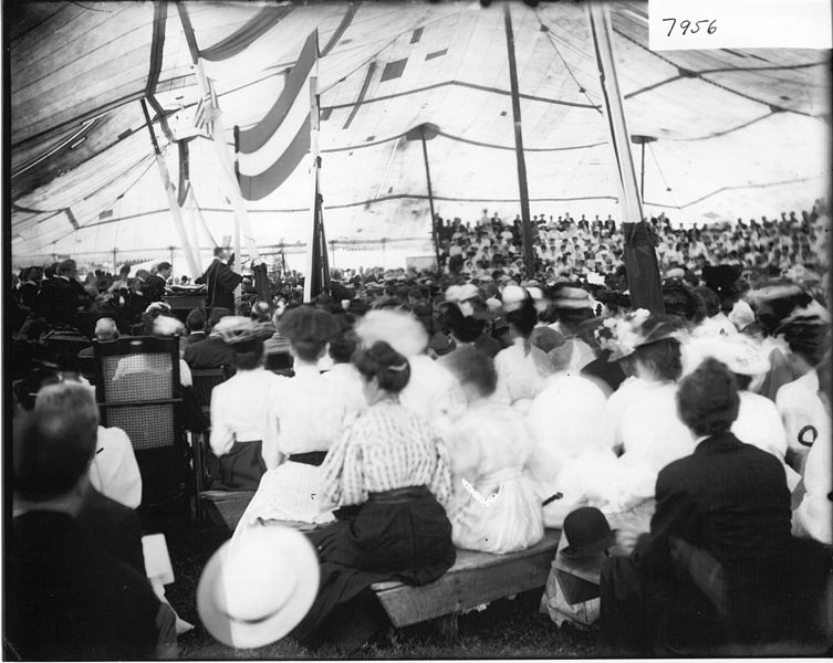 File:Exercises in the Great Tent at commencement 1907 (3191796205).jpg