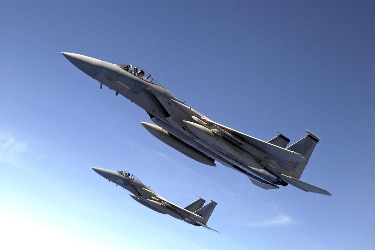 https://upload.wikimedia.org/wikipedia/commons/thumb/a/a2/F-15_Jet_Escorts.jpg/1200px-F-15_Jet_Escorts.jpg