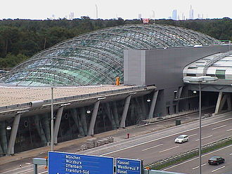 Frankfurt Airport long-distance station - Exterior of station in 2000. The glass dome is now integrated into a development called The Squaire
