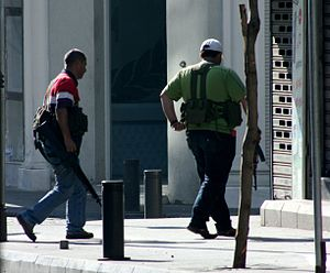 2008 conflict in Lebanon - Armed fighters near the Crowne Plaza in Beirut on May 9