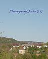 Fleurey-sur-Ouche clocher (au milieu des toits) et nom commune.jpg