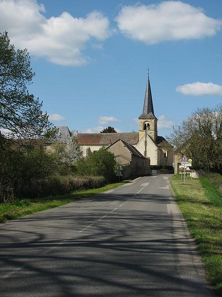 Entrée sud de Fleury-sur-Loire, Nièvre, France.
