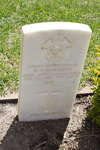 Flying Officer D T Burrows gravestone in the Wagga Wagga War Cemetery.jpg