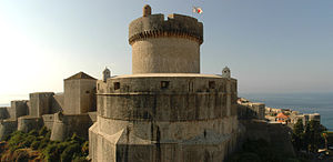 English: The Walls of Dubrovnik with the Minče...