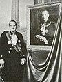 Fotografia del Principe Aspreno II Colonna Accanto al Ritratto del Padre.JPG