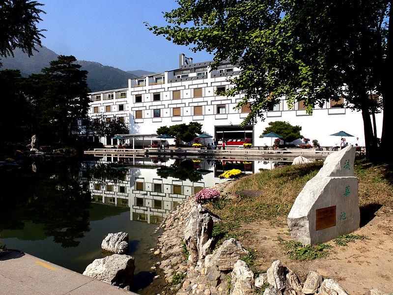 File:Fragrant Hill Hotel.jpg