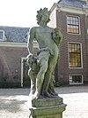 foto van Beeld van Bacchus op sokkel