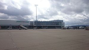 Frankfurt–Hahn Airport - Apron in front of the passenger terminal