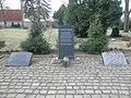 Freiberg Bombenopfer 1944 Gräberfeld Denkmale.JPG