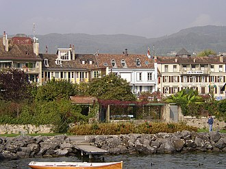 Rolle - Houses along Rolle's waterfront