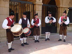 Gaita asturiana - Asturian bagpipers and drummers