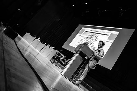 Geek Showoff by Science Showoff at Wikimania 2014 closing party-2.jpg