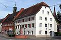 Gerichtslaube und Schultheißenamt mit Üsenbergbrunnen und Rathaus in Kenzingen.jpg
