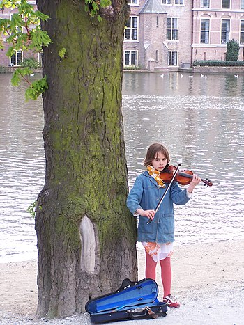 A girl playing violin in The Hague
