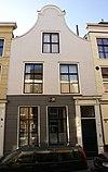 foto van Huis met klokgevel met segmentvormige afdekking