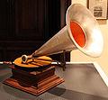 Grammofono del 1905, museo caruso 02.JPG
