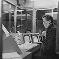 Gratis in metro in Rotterdam. Drukte op het Beursstation. Perronbewaking met TV , Bestanddeelnr 920-9638.jpg