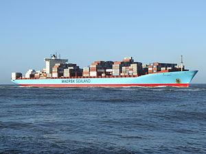 Grete Maersk p2 approaching Port of Rotterdam, Holland 29-Nov-2006.jpg