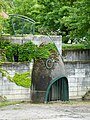 Grille en forme de tête de poisson @ Bassin de Loverchy @ Parc du Val Vert @ Seynod (50884791186).jpg