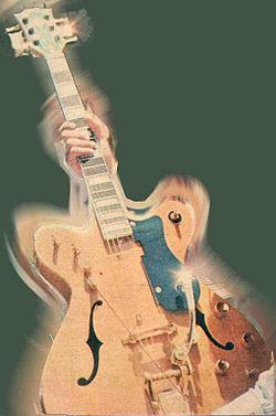 Poderes dos filhos de Apolo 250px-Guitarra_de_ouro_ainda_sem_os_pick-ups