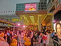 HK TST evening 117 yellow Rubber Duck visitors May 2013.JPG