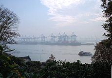 Hamburger Hafen im Frühnebel, Blick von der Himmelsleiter in Övelgönne