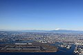 Haneda Airport and Mt.Fuji (4199604450).jpg