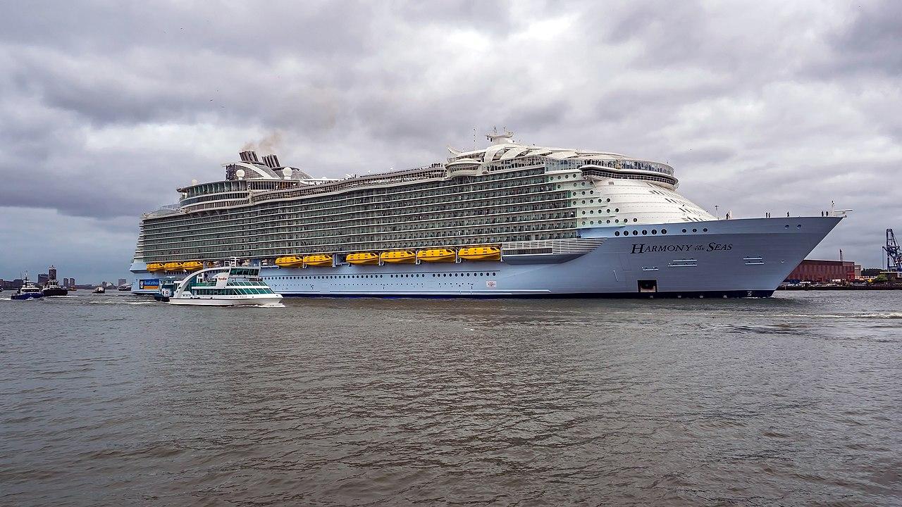 File Harmony Of The Seas Ship 2016 006 Jpg Wikimedia